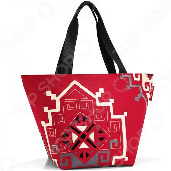 Сумка для покупок Reisenthel Shopper M special edition hopi - удобная и практичная модель, которая позволит совершать покупки удобно и без вреда окружающей среде. Во многих странах все больше и больше людей отказываются от от одноразовых пластиковых пакетов ради сохранения окружающей среды, заменяя их на удобные и практичные сумки. С такой сумкой можно отправиться куда угодно: в магазин за покупками, на учебу, на пикник и даже на пляж. Специальное уплотненное днище для стабильности, сумка не кренится и не падает.