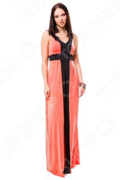 Платье Mondigo 7045. Цвет: коралловыйПовседневные платья<br>Ни для кого не секрет, что мужчины гораздо чаще обращают внимание на женщин в платье, нежели на особ в джинсах и рубашках. И это не удивительно, ведь именно платье является исключительно женским предметом гардероба. Брюки, джинсы, рубашки и свитера женщины делят с сильной половиной человечества, даже юбки не являются исключительно женской вещью. Но только не платье! Платье безраздельно принадлежит женщине. Именно оно является самым важным элементом в гардеробе каждой модницы. Платье дарит ощущение женственности, выгодно подчеркивая изящные линии фигуры, делая свою обладательницу более изящной и женственной или строгой и сексуальной. Современная модная индустрия предлагает платья на любой вкус и фигуру, для любого времени года и события, остается только выбрать то, что подойдет именно вам. Платье Mondigo 7045 - эффектная модель в пол с V-образным вырезом. Платье с соблазнительным вырезом декорированное контрастными вставками сделает вас неотразимой. Модель выполнена из высококачественного, приятного на ощупь материала. Такая модель станет настоящей находкой для модниц в летний период.<br>