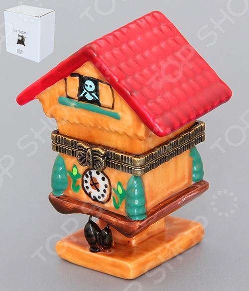 Шкатулка Elan Gallery «Часы-кукушка»Шкатулки<br>Шкатулка Elan Gallery Часы-кукушка - станет прекрасным подарком для ваших родных и близких. Маленькая фарфоровая шкатулочка - настоящая находка для коллекционеров, а также любителей различных приятных мелочей для декора! Шкатулка предназначена для хранения различных мелких вещей, например украшений и бижутерии или пуговиц, теперь все эти мелкие вещицы будут собраны в одном месте и не потеряются. Такой аксессуар станет оригинальным украшением, внесет яркий акцент в интерьер любой комнаты, а так же поднимет настроение и создаст уют в доме. Модель выполнена из качественных и безопасных материалов.<br>