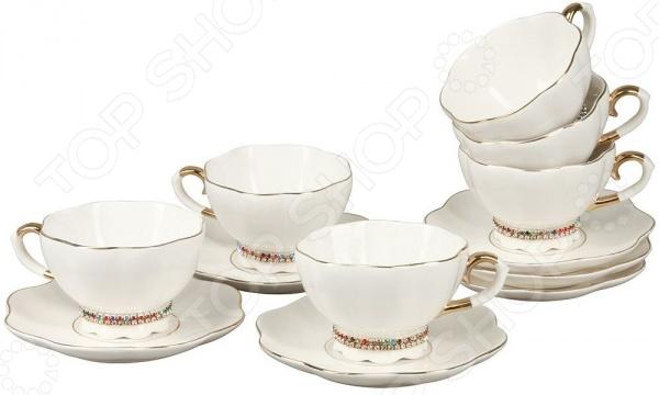 Набор чайных пар Rosenberg RCE-115001-6Чайные и кофейные пары<br>Набор чайных пар Rosenberg RCE-115001-6 замечательный чайный сервиз, который станет настоящим украшением домашнего интерьера, наполнит его уютом и теплом. В комплект входит шесть чашек и блюдец. Каждая чашка имеет небольшую подставку-ножку, которую украшает кайма из страз. Эти красочные браслеты можно без труда снять с изделия и надеть на руку такое оригинальное украшение придется по душе каждой моднице. Оригинальный комплект сделает чаепитие в кругу родных и близких самым настоящим праздником, дарящим прекрасное настроение и душевный комфорт. Объем чашки 200 мл.<br>