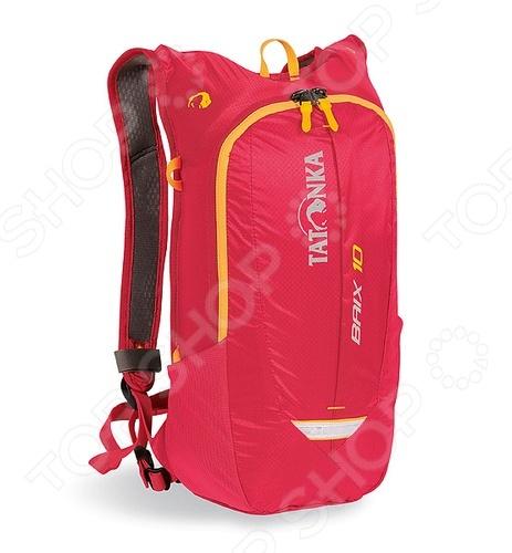 Рюкзак спортивный Tatonka Baix 10Рюкзаки<br>Рюкзак Tatonka Baix 10 станет незаменимым спутником для настоящего любителя приключений, активного отдыха и динамичной жизни. В городских джунглях крайне необходимо иметь возможность упаковать, как можно большее количество нужных и полезных вещей, при этом оставляя руки свободными для большего комфорта и безопасности. Прочный материал, из которого изготовлен рюкзак, не выгорает на солнце, выдерживают приличные нагрузки, а продуманный крой и конструкция, позволяют рационально использовать весь имеющийся полезный объем. Удобные лямки дает возможность равномерно распределить нагрузку по всей поверхности спины. Они обеспечат вам непревзойденный комфорт и легкость передвижения на любой ситуации и остановке. Замечательно подходит для повседневного использования при переноске вещей, техники, спортивного инвентаря и других необходимых предметов.<br>
