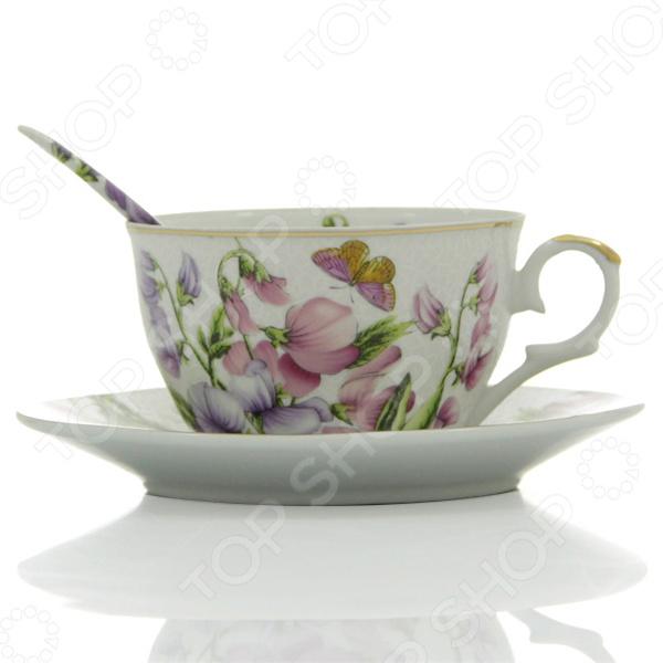Чашка чайная с блюдцем и ложкой Elan Gallery «Душистый цветок»Чайные и кофейные пары<br>Чашка чайная с блюдцем и ложкой Elan Gallery Душистый цветок представляет собой надежный и легкий в использовании элемент сервировки стола, который может отлично дополнить как домашний интерьер, так и уютное кафе. Милая посуда подарит хорошее настроение и разогреет всех любителей сладостей своими теплыми красками, а также привнесет разнообразие в приготовление ваших любимых блюд и сервировку семейного стола.<br>