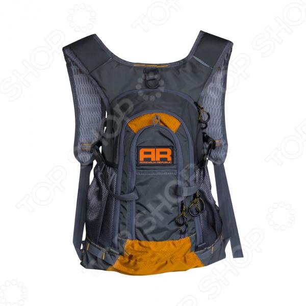 Рюкзак походный Adrenalin Republic Backpack LТуристические рюкзаки и аксессуары<br>Рюкзак походный Adrenalin Republic Backpack L удобное и практичное снаряжение, которое подходит для туристических походов, отдыха, охоты или для рыбалки. Он отличается большой функциональностью, практичностью и удобством использования. Продуманная подвесная система рюкзака не стесняет маневренность, а при помощи регулировки длины плечевых лямок, можно подогнать рюкзак под свои анатомические особенности. Высококачественные материалы изготовления обеспечивают надежность и позволяют переносить груз, объемом до 25 литров, чего вполне достаточно для того, чтобы взять с собой все необходимое. Продуманное расположение отделений внутри и удобные карманы снаружи способствуют наиболее рациональному распределению груза, обеспечивая, тем самым, снижение нагрузки на спину переносящего рюкзак человека. Может быть использован не только в туристических целях, но и в повседневной жизни.<br>
