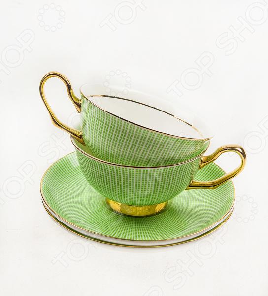 Чайная пара подарочная «Жасмин» 11607Чайные и кофейные пары<br>Чайный набор подарочный Жасмин 11607 атрибуты для подачи чая на 2 персоны. Оригинальные чашки, украшенные декоративными элементами. Яркий дизайн сделает набор красивым дополнением к чаепитию. Материал позволяет максимально сохранить полезные свойства и вкусовые качества воды. Этот набор станет приятным подарком для близкого человека, и будет напоминать о вас, каждый раз когда им будет необходимо воспользоваться. Для ухода рекомендуется регулярно удалять пыль, мыть тёплой водой с применением нейтральных моющих средств.<br>