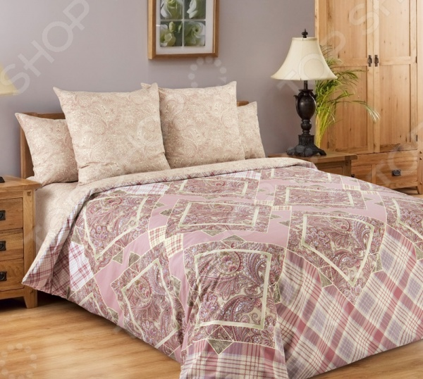 Комплект постельного белья Королевское Искушение «Итальянка». 2-спальный2-спальные<br>Комплект постельного белья Королевское Искушение Итальянка это незаменимый элемент вашей спальни. Человек треть своей жизни проводит в постели, и от ощущений, которые вы испытываете при прикосновении к простыням или наволочкам, многое зависит. Чтобы сон всегда был комфортным, а пробуждение приятным, мы предлагаем вам этот комплект постельного белья. Приятный цвет и высокое качество комплекта гарантирует, что атмосфера вашей спальни наполнится теплотой и уютом, а вы испытаете множество сладких мгновений спокойного сна. Комплект выполнен из перкали. Перкаль это тонкая хлопковая ткань высочайшего качества. Особый способ переплетения из нескрученной хлопковой пряжи придает материалу достаточно прочности, чтобы не пропускать перья и пух, и в то же время оставаться исключительно нежным и мягким на ощупь. Благодаря уникальным потребительским свойствам, белье не теряет цвет и не садится во время стирки, а на ткани не образуются катышки .<br>