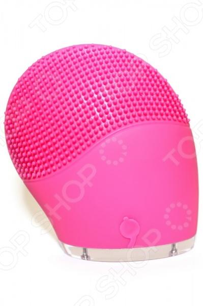 Прибор для чистки лица Bradex «Пульс бьюти»Приборы для массажа и чистки лица<br>Прибор для чистки лица Bradex Пульс бьюти - уникальный и функциональный прибор, с которым вы сможете выполнять различные косметические процедуры. С помощью этого прибора вы можете эффективно очистить свое лицо от пыли и других загрязнений, массажировать лицо и шею, разгладить морщины. Вы также сможете наносить различные косметические средства, используя этот компактный прибор. Так как его покрытие выполнено из высококачественного силикона все питательные вещества не впитываются, а значит больше полезных веществ достанутся вашему лицу. Пульсируя аппарат глубокого проникает в поры и эффективно ухаживает за кожей. Аппарат отличается своей прекрасной водостойкостью. Прибор не требует постоянной подзарядки, так как одного заряда хватает примерно на 300 применений. Подзарядка осуществляется посредством USB-провода. Прибор для чистки лица Bradex Пульс бьюти очень прост в использовании. Вам достаточно:  нанести подходящее вам очищающее средство на кожу лица;  слегка намочить силиконовую насадку прибора;  нажать на круглую кнопку у основания прибора и включить его;  настроить силу пульсации прибора с помощью кнопок  и - . Вибрация прибора достигает 6000 об мин. Размер: 77х31х82 мм.<br>
