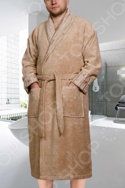 Халат махровый мужской Hobby Home Collection Eliza. Цвет: бежевыйХалаты<br>Халат универсальная одежда, которую можно и нужно носить по объективным причинам. Это удобное и мягкое кимоно, в которое можно укутаться и расслабиться после тяжелого трудового дня. Халаты любят за комфорт и удобство, за негу, которые дарят уставшему телу заслуженное спокойствие и негу. Универсальность махрового халата Банный халат является необходимым атрибутом после принятия горячей ванны. Он значительно удобнее и практичнее чем простыня, которую раньше использовали после принятия водных процедур. Удобный халат махровый мужской Hobby Eliza уместен всегда, вне зависимости от времени года и температуры. Вы будет чувствовать себя в нем комфортно утром и вечером, а также после занятий спортом. Это махровая модель халата обладает достоинствами, которые выделяют ее среди аналогов:  мягкая ткань, которая очень приятна телу;  подходит для повседневного использования, а также после душа;  хорошая гигроскопичность махровых волокон;  не сковывает движений.  Махровый халат это удобство в чистом виде. Он не прилипает к телу и при этом тщательно впитав всю влагу с кожи. В нем вы будете чувствовать себя удобно и комфортно. В отличии от вафельных и шелковых моделей, в махровом халате вам будет уютно и тепло. Порой, дома бывает нежарко и надев эту модель вы моментально погрузитесь в тепло и комфорт. Мужской стиль Махровый халат модели Hobby Eliza предназначен специально для мужчин. Цвет и текстура подобраны так, чтобы удовлетворить даже самых привередливых потребителей:  актуальный цвет и свободный крой;  не сковывает движения;  длинные рукава защищают руки от холода;  пояс, которым можно приталить халат;  два глубоких накладных кармана. Главное преимущество халата материал изготовления. Секрет ткани в том, что она состоит из смеси хлопковых и бамбуковых волокон. За счет этого халат не такой тяжелый как чисто хлопковые модели, при этом способность впитывать влагу стала еще лучше. За халатом очень просто уха