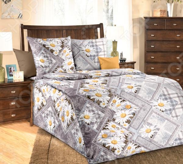Комплект постельного белья Белиссимо «Каролина». 1,5-спальный1,5-спальные<br>Комплект постельного белья Белиссимо Каролина производится из высококачественной бязи, 100 хлопка. Использование особо тонкой пряжи делает ткань мягче на ощупь, обеспечивает легкое глажение и позволяет передать всю насыщенность цветовой гаммы. Благодаря более плотному переплетению нитей и использованию высококачественных импортных красителей, постельное белье Василиса выдерживает до 70 стирок. В качестве сырья для изготовления этого изделия использованы нити хлопка. Натуральное хлопковое волокно известно своей прочностью и легкостью в уходе. Волокна хлопка состоят из целлюлозы, которая отлично впитывает влагу. Хлопок дышит и согревает лучше, чем шелк и лен. Поэтому одежда из хлопка гарантирует владельцу непревзойденный комфорт, а постельное белье приятно на ощупь и способствует здоровому сну. Не забудем, что хлопок несъедобен для моли и не деформируется при стирке. За эти прекрасные качества он пользуется заслуженной популярностью у покупателей всего мира. Комплект постельного белья Белиссимо Каролина выполнен из ткани бязь. Бязь это одна из самых популярных тканей. Постоянному спросу на такую ткань способствует то, что на протяжении многих лет она остаётся незаменимой в производстве постельного белья, медицинской одежды, мужских сорочек и даже детских пеленок. Это объясняется уникальными свойствами такой ткани: она неприхотлива и долговечна.<br>