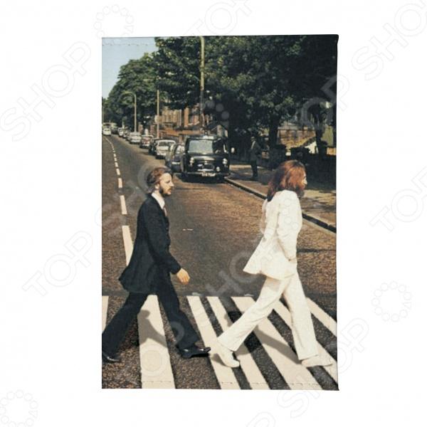 Визитница Mitya Veselkov Abbey Road станет неотъемлемым аксессуаром, дополняющим образ современного человека. С такой визиткой у вас всегда будет легкий и быстрый доступ ко всем визитным карточкам. Такой оригинальный аксессуар подчеркнет индивидуальность и статус его владельца.