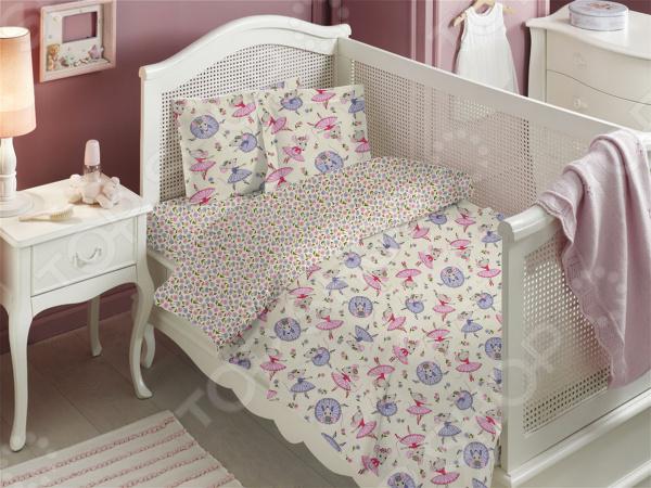 Ясельный комплект постельного белья Dream Time BLK-43-014Детские комплекты постельного белья<br>Dream Time BLK-43-014 это постельное белье нового поколения , предназначенное для молодых и современных людей, желающих создать модный интерьер в детской комнате. Комплект изготовлен из приятной на ощупь ткани, на 100 состоящей из хлопка. Милый рисунок и высокое качество продукции гарантируют, что атмосфера в помещении наполнится теплотой и уютом, а малыш испытает множество сладких мгновений спокойного сна. При изготовлении постельного белья Dream Time используются устойчивые гипоаллергенные красители. Почему стоит выбрать постельное белье от бренда Dream Time  Изготовлено из экологически чистого, гипоаллергенного материала.  Дополнено дизайнерским рисунком, который непременно понравится ребенку.  Легко в уходе, не выцветает даже после множества стирок. В качестве сырья для изготовления данного комплекта постельного белья использованы нити хлопка. Натуральное хлопковое волокно известно своей прочностью и легкостью в уходе. Волокна хлопка состоят из целлюлозы, которая отлично впитывает влагу. Хлопок дышит и согревает лучше, чем шелк и лен. Поэтому одежда из хлопка гарантирует владельцу непревзойденный комфорт, а постельное белье приятно на ощупь и способствует здоровому сну.<br>