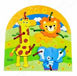 Игрушка развивающая Mapacha «Шнуровка. Животные»Другие развивающие игрушки и игры<br>Игрушка развивающая Mapacha Шнуровка. Животные игрушка для малыша, изготовленная из качественных материалов. Задача ребенка - прикрепить к фоновой картинке красочных животных, продевая через них шнурок для крепления закрепив узелками. С такой игрушкой ребенок сможет развить координацию движений, мелкую моторику рук, пространственное мышление, наблюдательность и внимание, а также ознакомиться с различными видами швов. Яркий окрас игрушки привлечет внимание ребенка и позволит приятно и полезно провести свой досуг.<br>