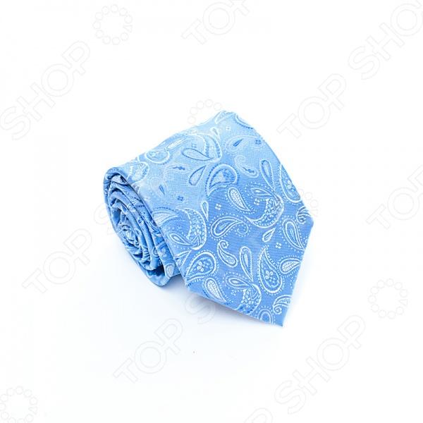 Галстук Mondigo 34696Галстуки. Бабочки. Воротнички<br>Галстук Mondigo 34696 - стильный мужской галстук, выполненный из микрофибры, которая обладает высокой устойчивостью и выдерживает богатую палитру оттенков. Галстук голубого цвета, украшен восточным орнаментом пейсли. Такой галстук будет необычно смотреться с мужскими рубашками темных и светлых оттенков. Упакован галстук в специальный чехол для аккуратной транспортировки. Дизайн дополнит деловой стиль и придаст изюминку к образу строгого делового костюма.<br>