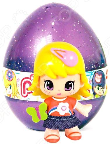 Кукла в пластиковом яйце Famosa Pinypon. В ассортиментеКуклы<br>Товар продается в ассортименте. Вид изделия зависит от наличия товарного ассортимента на складе. Кукла в пластиковом яйце Famosa Pinypon станет отличным подарком для вашей любимой доченьки. Очаровательная улыбчивая куколка с большими глазками не оставит равнодушной ни одну малышку. Кукла имеет два выражения лица, которые можно менять просто сняв волосы куклы и повернув голову на 180 градусов. Игрушка изготовлена из высококачественных, экологически чистых материалов и предназначена для детей в возрасте от 4-х лет.<br>