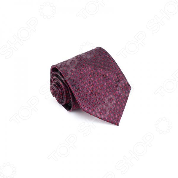 Галстук Mondigo 44817Галстуки. Бабочки. Воротнички<br>Галстук - важный элемент гардероба в жизни каждого мужчины. Сегодня сложно себе представить современного делового мужчину без галстука и это не удивительно, ведь именно галстук является главным атрибутом делового стиля. Не редко, для делового мужчины галстук - одна из немногих деталей, которая позволяет выразить свою индивидуальность, особенно в случаях, когда необходимо соблюдать строгий дресс-код. Однако, галстук уже давно вышел за пределы деловой сферы. Сегодня многие мужчины предпочитающие стиль кэжуал, так же активно прибегают к помощи различных галстуков для создания своего уникального образа. Галстуки стали очень разнообразными как по виду и цвету, так и по форме и материалу изготовления, благодаря этому их можно активно носить не только в офис и на деловых встречах, но даже на отдыхе и в повседневной жизни. Галстук Mondigo 44817 - оригинальная модель, которая станет завершающим штрихом в образе солидного мужчины. Правильно подобранный галстук позволяет эффектно выделить выбранный вами стиль, подчеркнуть изысканность и уникальность его владельца. Несколько разных оттенков цветов создают приглушенный бордо с благородным отливом блестящего шелка. Эта модель подходит на все случаи и жизненные ситуации. При изготовлении изделия использован лазерный метод. Ширина у основания 8,5 см.<br>
