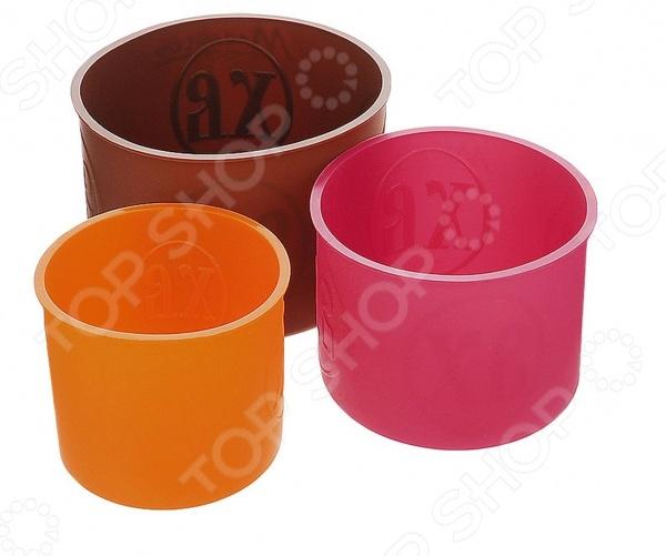 Набор форм силиконовых для выпечки Marmiton «Пасхальный». Уцененный товарСиликоновые формы для выпечки и запекания<br>Внимание! Вы смотрите уцененный товар, который поставляется в поврежденной упаковке. Это товар надлежащего качества, у которого при транспортировке была нарушена заводская упаковка. Набор форм для выпечки Marmiton 16124 станет отличным дополнением к комплекту аксессуаров и принадлежностей для кухни. В комплект входят три цилиндрические формы различного объема 0,5 л, 1 л и 1,5 л . Изделия выполнены из высокопрочного пищевого силикона, устойчивого к воздействию высоких и низких температур выдерживают температуры от -40 до 230 C . Они многофункциональны и практичны в использовании, предназначены для выпекания пасхальных куличей и другой выпечки. Формы подходят для мытья в посудомоечных машинах.<br>