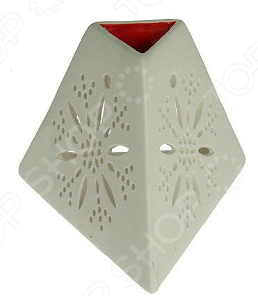 Аромалампа 15708Аксессуары для бани<br>Аромалампа 15708 изделие, которое органичным образом сочетает в себе стильный дизайн и практичность. Такая лампа является отличным способом успокоить нервную систему и расслабить организм. Она невероятно проста в применении: небольшую емкость, расположенную в верхней части изделия, необходимо до краев наполнить теплой водой и добавить несколько капель эфирного масла. Очень важно помнить, что, если ароматического компонента будет слишком много, вместо расслабления вы получите лишь головную боль. Оптимальное время использования лампы: от 20 минут до 3-х часов, однако первые сеансы должны длиться не более получаса. Если сеанс длится долго, то необходимо периодически следить за наличием воды в чаше. После использования лампу необходимо тщательно промыть под теплой водой, используя щадящие чистящие средства без абразивных включений.<br>