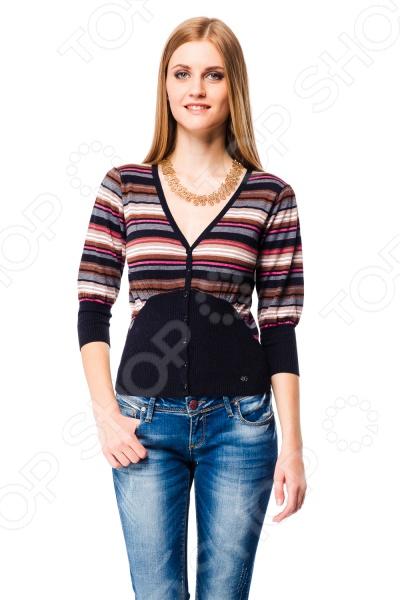 Жакет Mondigo 9728. Цвет: черныйЖакет Mondigo 9728 представляет собой оригинальный элемент верхней одежды приталенного кроя с рукавами 3 4 и V-образным вырезом горловины. Модель выполнена из хлопка, потому позволяет коже дышать и не стесняет движений при движении. Декорирован необычным сочетанием контрастных полосок. Такой жакет будет отличной вещью в гардеробе каждой модницы и отлично подойдет для каждодневного использования.<br>