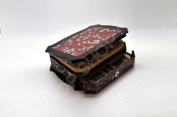 Набор столовых приборов Mayer&amp;amp;Boch MB-21667Столовые приборы<br>Набор столовых приборов Mayer Boch MB-21667 это традиционный набор столовых приборов, который выполнен в современном дизайне. На вашем столе сервировка такими приборами не останется незамеченной, полировка привлечет внимание любого своим блеском. Даже после многократного использования этот блеск не меркнет, а при необходимости легко восстанавливается. Эти приборы являются настоящим украшением стола, благодаря им даже обычный семейный ужин будет иметь аристократическую нотку. Набор столовых приборов Mayer Boch MB-21667 соответствует всем строгим мировым стандартам касательно экологии и безопасности, вы можете быть уверены, что приборы не оставят никаких микрочастиц в вашей еде, кроме того, их можно легко мыть в посудомоечной машине. Так же, набор выполнен из высококачественной нержавеющей стали, приборы очень легкие и даже длительное использование не вызовет дискомфорта. В комплекте вы найдете: 12 - обеденные ножи, 12 - обеденные вилки, 12 - обеденные ложки, 12 - десертные вилки, 12 - чайные ложки, 1 - лопатка для торта, 1 - половник, 1 - половник для соуса, 2 - набор для салатов, 1 - ложка для сахара, 2 - сервировочные ложки 1 - щипцы для сахара льда, 1 - ложка для сливок, 2 - вилки для мясных блюд.<br>