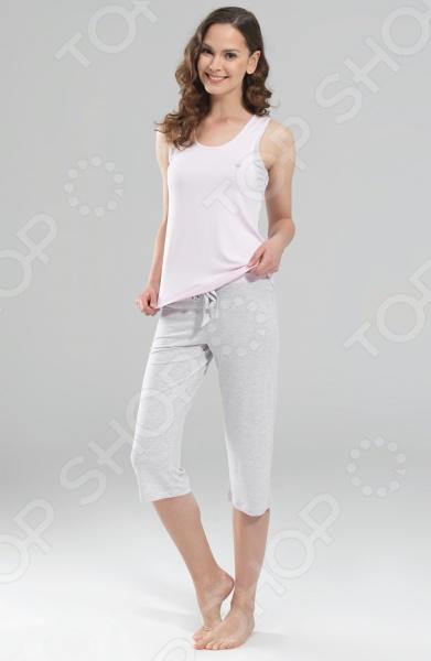 Комплект домашний BlackSpade 5775Домашние комплекты<br>Современные женщины стремятся выглядеть стильно, элегантно и ухоженного не только на работе, но и дома. Поэтому растянутая футболка, старый свитер с катышками и потертые штаны в качестве домашней одежды ушли в прошлое. Особую популярность приобретают домашние комплекты одежды, которые дарят не только комфорт, но и чувство уверенности в себя и утонченности. Комплект домашний BlackSpade 5775 удобный, комфортный и универсальный комплект, который может использоваться, как в качестве домашней одежды, так и качестве зимнего спального комплекта. Набор состоит из удобной майки чуть приталенного кроя и практичных бридж, которые не сковывают движения и дарят абсолютное чувство свободы. Для удобной фиксации на бриджах предусмотрены завязочки-шнурки. Комплект выполнен из качественного материала и обладает отличной воздухопроницаемостью и гигроскопичностью. В нем вы будете чувствовать комфортно даже в жаркое время года. Благодаря тому, что изделия выполнены из вискозы с незначительным добавлением эластана, они могут похвастаться удивительной мягкостью, шелковистостью и приятными прикосновениями. Оригинальный дизайн делает комплект не только комфортным, но и очень красивым. При желании изделия можно комбинировать с другими элементами гардероба. Эта практичная модель позволит вам выглядеть ярко и привлекательно, даже если вы находитесь дома!<br>