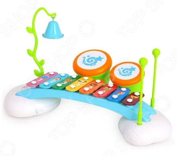 Музыкальный центр для малышей Huile Toys «Ксилофон, барабаны и колокольчик»Музыкальные игрушки для малышей<br>Музыкальный центр для малышей Huile Toys Ксилофон, барабаны и колокольчик замечательный музыкальный инструмент, который познакомит вашему малыша с первыми звуками музыки. При помощи специальной палочки малыш сможет ударять по разноцветным клавишам, которые будут издавать приятное и мелодичное звучание. Ксилофон может издавать 8 тонов. Игрушка дополнительно оснащена звонким колокольчиком на подвеске и 2 миниатюрных барабана. Яркая и красочная игрушка будет способствовать не только развитию музыкального слуха, но и воображения, цветового восприятия, координации движений, логического мышления.<br>