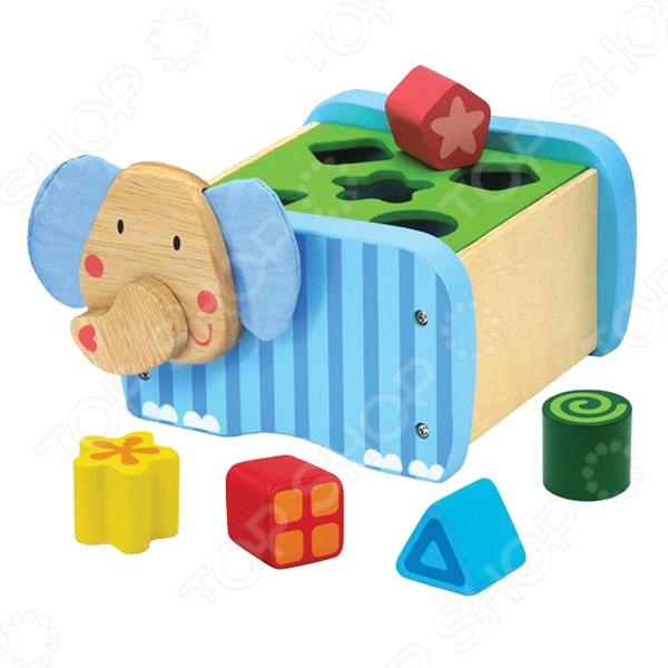 Сортер I 39;m toy Слон в форме дружелюбного африканского животного станет отличным подарком для маленького любознательного ребенка. Конструктивные особенности позволяют развивать мелкую моторику рук, тактильные ощущения и цветовое восприятие развивающегося малыша. Чтобы достать кубики для следующей увлекательной игры, нужно просто снять крышку. Изделие выполнено из высококачественных нетоксичных материалов, поэтому полностью безопасно для ребенка.