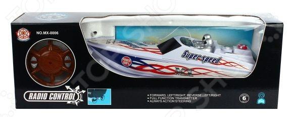 Катер на радиоуправлении Shantou Gepai MX-0006-4 - замечательная радиоуправляемая игрушка, которая придется по нраву юному любителю водных гонок на сверхскоростных катерах. Удивительно детализированный спортивный катер отличается высокой маневренностью, поэтому позволяет устраивать морские бои или катерные гонки. Управление осуществляется за счет четырехканального пульта управления. С его помощью вы сможете заставить катер двигаться в четырех векторах: вперед, назад, вправо и влево. Игрушка выполнена из высококачественного пластика, который гарнирует ее безопасность и отличную износоустойчивость. Особенности катера на радиоуправлении Shantou Gepai MX-0006-4:  развивает скорость до 5 км час;  радиус пульта управления составляет 30 м;  работает на основе 3 батареек типа АА. Перед тем как приступить игре проверьте, чтобы контакты на дне корпуса были замкнуты, иначе катер не будет реагировать на ПУ.