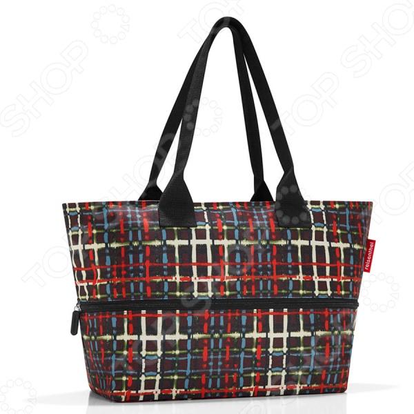 Сумка Reisenthel Shopper E1 WoolСумки для покупок<br>Сумка Reisenthel Shopper E1 Wool небольшая сумка с возможностью расширения внутреннего объема. В обычном состоянии 12 литров, в разложенном 18 литров литров, прекрасно подойдет для походов в магазин, на учебу и работу. Закрывается на специальную молнию, с помощью которой можно увеличить вместимость. Оснащена тканевыми ручками. Предусмотрен карман на молнии для мелочей. Такая сумка станет особенно полезной во время шоппинга, походов за продуктами или поездок на пикник. Отличается высоким качеством пошива и стильным элегантным дизайном. Выполнена из высокопрочного полиэстера. Размер в собранном виде: 27 х 50 х 16,5 см. В разложенном: 35 х 50 х 16,5 см.<br>