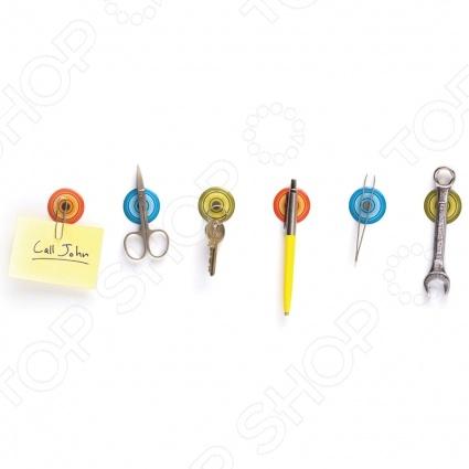 Наклейки с магнитом Peleg Design Magnetic Stickers могут удерживать небольшие металлические предметы. Это возможно за счет наличия в них супер-сильных магнитов. Вы сможете прикрепить наклейки к любой ровной поверхности в ванной, на кухне, в кабинете. К ним вы можете крепить различные металлические мелочи от скрепок до кухонных ножниц . Новый креативный бренд Peleg Design разрушит ваши стереотипы о том, как должны выглядеть вещи, которыми мы пользуемся каждый день. Разработчики моделей пытаются создать функциональные аксессуары, в оригинальном дизайнерском исполнении. С помощью этих аксессуаров вы сможете взглянуть на повседневные вещи совершенно под другим углом, а продукция этого бренда придется по вкусу даже самым взыскательным потребителям.