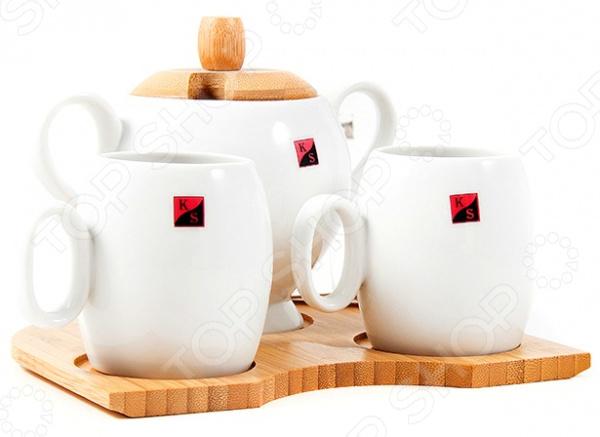 Чайный набор подарочный на бамбуковой подставке 111011Чайные и кофейные наборы<br>Чайный набор подарочный на бамбуковой подставке 111011 не только станет прекрасным дополнением к набору кухонных принадлежностей, но и внесет яркий акцент в сервировку вашего стола. Помимо этого, такой набор так же будет отличным приобретением или подарком для любителей чая и позволит превратить обычное чаепитие в настоящий ритуал. Посуда отличается стильным современным дизайном и великолепным качеством исполнения, изготовлена из высококачественного фарфора и снабжена эргономичной бамбуковой подставкой с углублениями для чашек. Набор рассчитан на две персоны.<br>