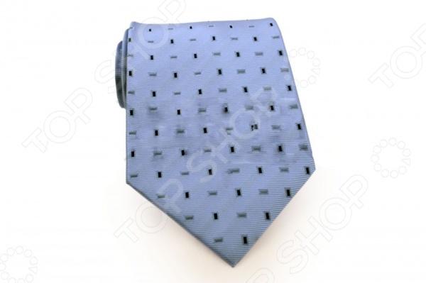 Галстук Mondigo 33541Галстуки. Бабочки. Воротнички<br>Галстук Mondigo 33541 это галстук из 100 микрофибры, дополнен геометрическим рисунком. Он подходит как для повседневной одежды, так и для эксклюзивных костюмов. Подберите галстук в соответствии с остальными деталями одежды и вы будете выглядеть идеально! В современном мире все большее распространение находит классический стиль одежды вне зависимости от типа вашей работы. Даже во время отдыха многие мужчины предпочитают костюм и галстук, нежели джинсы и футболку. Если вы хотите понравится девушке, то удивить ее своим стилем это проверенный метод от голливудских знаменитостей. Для того, чтобы каждый день выглядеть по-новому нет необходимости менять галстуки, можно сменить вариант узла, к примеру завязать:  узким восточным узлом, который подойдет для деловых встреч;  широким узлом Пратт , который прекрасно смотрится как на работе, так и во время отдыха;  оригинальным узлом Онассис , который удивит всех ваших знакомых своей неповторимый формой.<br>