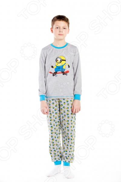 Пижама для мальчика «Миньон на скейтборде»Детская одежда должна отличаться не только удобством и стильным дизайном, но и высоким качеством используемых материалов. Поэтому при её выборе нужно отдавать предпочтение натуральным материалам, например таким, как хлопок. В особенности это касается той одежды, в которой ваш ребенок проводит много времени - одежды для дома или пижамы. Пижама для мальчика Миньон на скейтборде станет великолепным дополнением детского гардероба. Она выполнена из высококачественного трикотажного полотна из натурального хлопка, поэтому в такой пижаме ребенок будет чувствовать себя очень комфортно. Натуральный материал отлично отводит и впитывает влагу, а также обеспечивает отличную воздухопроницаемость. Другим преимуществом пижамы для мальчика Миньон на скейтборде является её свободный и удобный крой, который не будет сковывать движение ребенка. Длинные рукава футболки и штанишки оформлены эластичными манжетами, поэтому они не будут задираться даже во время беспокойного сна. Особого внимания заслуживает яркий и стильный дизайн пижамы, который выполнен в стиле популярного и всеми любимого детского мультфильма Миньоны . Изделия также отличаются великолепной носкостью. Они не потеряют свою форму, цвет и качество даже после многочисленных стирок. Подарите вашему ребенку здоровый и комфортный сон с пижамой для мальчика Миньон на скейтборде .<br>
