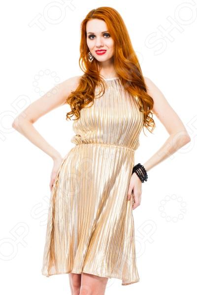 Платье Mondigo 8681. Цвет: горчичныйПовседневные платья<br>Ни для кого не секрет, что мужчины гораздо чаще обращают внимание на женщин в платье, нежели на особ в джинсах и рубашках. И это не удивительно, ведь именно платье является исключительно женским предметом гардероба. Брюки, джинсы, рубашки и свитера женщины делят с сильной половиной человечества, даже юбки не являются исключительно женской вещью. Но только не платье! Платье безраздельно принадлежит женщине. Именно оно является самым важным элементом в гардеробе каждой модницы. Платье дарит ощущение женственности, выгодно подчеркивая изящные линии фигуры, делая свою обладательницу более изящной и женственной или строгой и сексуальной. Современная модная индустрия предлагает платья на любой вкус и фигуру, для любого времени года и события, остается только выбрать то, что подойдет именно вам. Платье Mondigo 8681 - восхитительное вечернее платье, которое позволит создать загадочный женственный образ. Длина платья - до коленна. По всей длине выполнено из плиссированной ткани, на талии схвачено резинкой. В таком платье вы будете неотразимы на любом торжественном или праздничном событии.<br>
