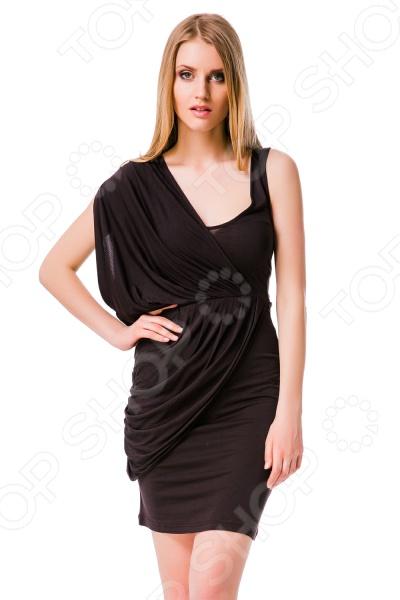 Платье Mondigo 8611. Цвет: коричневыйПовседневные платья<br>Ни для кого не секрет, что мужчины гораздо чаще обращают внимание на женщин в платье, нежели на особ в джинсах и рубашках. И это не удивительно, ведь именно платье является исключительно женским предметом гардероба. Брюки, джинсы, рубашки и свитера женщины делят с сильной половиной человечества, даже юбки не являются исключительно женской вещью. Но только не платье! Платье безраздельно принадлежит женщине. Именно оно является самым важным элементом в гардеробе каждой модницы. Платье дарит ощущение женственности, выгодно подчеркивая изящные линии фигуры, делая свою обладательницу более изящной и женственной или строгой и сексуальной. Современная модная индустрия предлагает платья на любой вкус и фигуру, для любого времени года и события, остается только выбрать то, что подойдет именно вам. Платье Mondigo 8611 - стильная модель в греческом стиле позволит подчеркнуть все достоинства фигуры и скрыть ее недостатки. Правая часть платья драпирована тканью и складками в виде накидки на одну сторону. Верхнюю и юбочную часть разделяет резинка. Такая модель станет настоящей находкой для модниц в летний период. Модель удобна в носке отлично ложится по фигуре.<br>