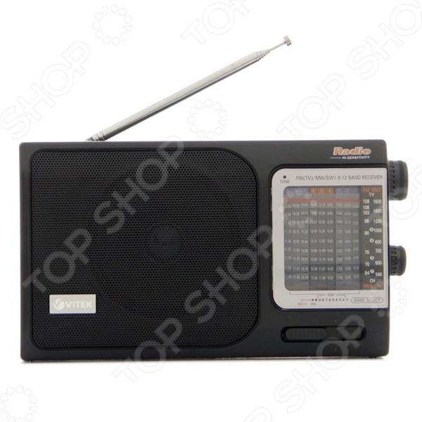 Радиоприемник Vitek VT-3582 BKРадиоприемники<br>Радиоприемник Vitek VT-3582 BK позволяет оставаться на волне любимой радиостанции где угодно. Радиоприемник Vitek VT-3582 BK питается как от сети, так и от 3 батареек. Радиоприемник работает в FM 64-108 МГц, АМ 526.5-1606.5 кГц, SW-SW1-SW9 диапазонах, так что настроиться на любимую волну сможет любой пользователь. При всем этом радиоприемник Vitek VT-3582 BK довольно компактен, его габариты составляют 235х132х63 мм, что позволит брать его с собой в любую поездку или даже на прогулку.<br>