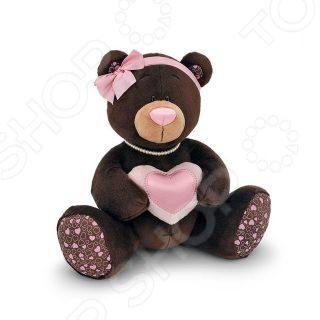 Мягкая игрушка для ребенка Orange «Медведь девочка с сердцем» MilkМягкие игрушки<br>Игрушка мягкая для ребенка Orange Медведь девочка с сердцем Milk - это прекрасный подарок для вашего малыша. Модель отличается оригинальным дизайном и качественным исполнением. Игрушка станет верным другом для каждого ребёнка, подарит множество приятных мгновений и непременно поднимет настроение. Изготовлена из качественных и безопасных материалов. Эта милая и забавная игрушка обязательно понравится вашему ребёнку.<br>