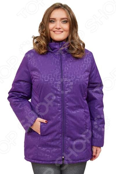 Куртка СВМ-ПРИНТ «Ласковое тепло». Цвет: фиолетовыйВерхняя одежда<br>Куртка СВМ-ПРИНТ Ласковое тепло создана с учетом всех особенностей женской фигуры. Она идеально подойдет для женщин любого возраста и комплекции. Продуманный дизайн изделия позволяет скрыть недостатки и подчеркнуть достоинства фигуры.  Легкая, мягкая и теплая куртка. Не пропускает влагу и ветер, не сковывает движений, расцветка насыщенная и современная.  Капюшон не нарушит прическу и укроет от дождя и ветра.  По бокам предусмотрено два кармана.  Центральная застежка на молнию.  На фотографии куртка представлена в сочетании со Slim Jeggings.  Уникальная модель, доступная только в телемагазине Top Shop . Куртка сшита из плотной ткани, состоящей на 100 из полиэстера. В качестве наполнителя выступает синтепон плотностью 100 г кв.м. Эта модная куртка подойдет для погоды вплоть до -5 C .<br>