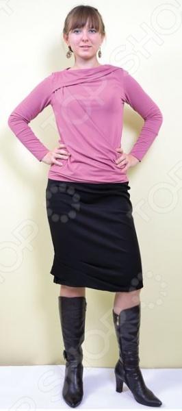 Юбка Элеганс Фантазия подчеркнет ваш изысканный вкус и поможет создать женственный и гармоничный образ. Модель универсальна, прекрасно подходит для повседневного ношения и хорошо смотрится как с тонкими блузками, так и с объемными пуловерами. Юбка такого фасона это беспроигрышный выбор как для юных модниц, так и для женщин постарше; она зрительно уравновешивает фигуру и удлиняет ноги. Благодаря облегающему силуэту, она скрывает все недостатки вашей фигуры и подчеркивает ее достоинства. Модель отличается стильным дизайном и великолепным качеством пошива. Юбка выполнена из смеси шерсти, хлопка, полиамида и эластана. Эти материалы отлично зарекомендовали себя в производстве одежды, благодаря мягкости, цветостойкости, прочности и устойчивости к истиранию.