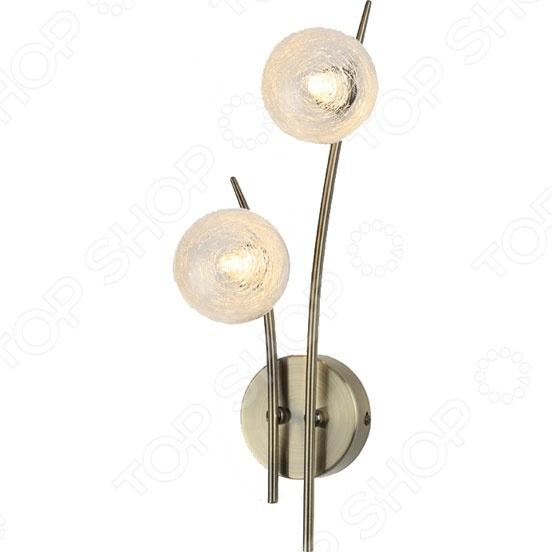 Светильник настенный Rivoli Santorini-W-2 наполнит вашу комнату мягким и теплым светом, создаст удивительную атмосферу уюта и комфорта. Светильник с уникальным и оригинальным дизайном станет прекрасным дополнением к интерьеру вашей гостиной, спальной комнаты, рабочего кабинета или прихожей. Он позволит сформировать правильную систему освещения, которая поможет преобразить любую комнату. Светильник имеет металлический каркас цвета античной бронзы и оригинальные плафоны в форме шара, которые придают прибору оригинальность и контрастность форм.