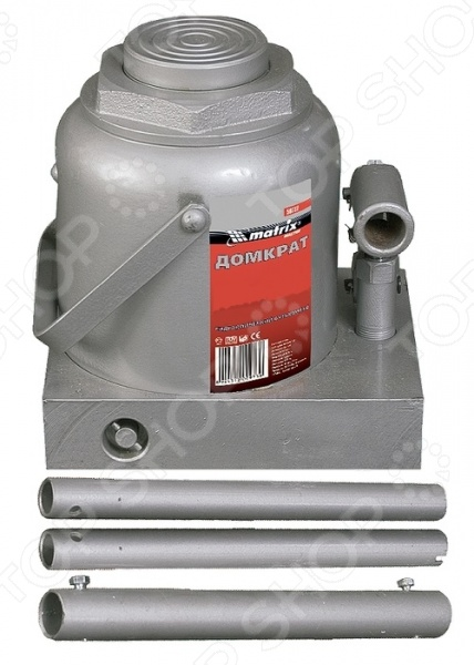 Домкрат гидравлический бутылочный MATRIX MASTERДомкраты<br>Домкрат гидравлический бутылочный MATRIX MASTER используется для подъема груза. Это незаменимый элемент любого автосервиса, он также часто применяется во время ремонтно-строительных работ. Специальный клапан безопасности предотвращает поднятие груза, вес которого превышает максимально допустимый. Перед поднятием груза пользователь должен быть уверен, что груз распределен равномерно по центру опорной поверхности домкрата. Во время работы инструмент должен быть расположен на ровной горизонтальной поверхности. После того, как груз был поднят, необходимо использовать специальные стойки для его поддержки. Необходимо помнить, что домкрат не предназначен для длительного поддержания груза.<br>