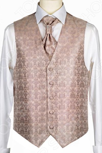 Жилет Mondigo 20649. Цвет: бежевыйЖилеты<br>Жилет Mondigo 20649 это деталь классического мужского костюма. Сегодня жилет стал неотъемлемой частью гардероба стильного мужчины, следящего за модными тенденциями. Эта модель отлично будет сочетаться с пиджаком. Жилет также можно использовать и как самостоятельный предмет одежды для создания образа в стиле casual . Жилет это возможная альтернатива пиджаку, при этом он не сковывает движения. Этот предмет одежды позволит создать деловой образ, но чувствовать себя гораздо удобнее в теплое время года.<br>