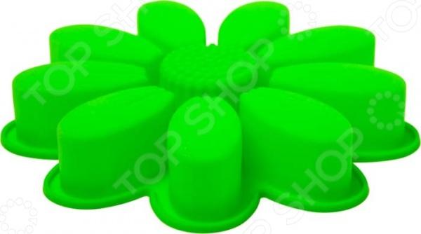 Форма силиконовая для выпечки Marmiton «Ромашка». В ассортиментеСиликоновые формы для выпечки и готовки<br>Товар продается в ассортименте. Цвет товара при комплектации заказа зависит от наличия товарного ассортимента на складе. Форма силиконовая для выпечки Marmiton Ромашка это практичная форма для выпекания кексов или пирогов, которая сделана из пищевого силикона. Материал не мнется, он износостойкий и легко моется, но не следует использовать моющие средства, которые содержат абразивы. Пищевой силикон абсолютно безопасен и не вступает в реакцию с продуктами, а так же не влияет на запах и вкус.<br>