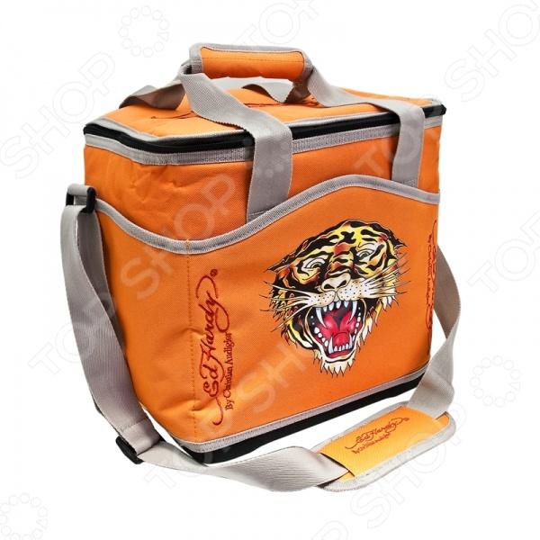 Термосумка ED Hardy Tiger - универсальная компактная термосумка, на все случаи жизни. Имеет яркий красочный дизайн, четыре удобных кармана, ее удобно брать с собой на работу или на отдых. Такая сумка не занимает много места. Ее можно будет захватить, даже, в дальнюю поездку разместив в автомобиле. Содержит наполнитель для поддержания температуры. Водоотталкивающая. С такой сумкой, даже, дождь не застанет вас врасплох, а внутренний материал прокладки исключает протекание. Также благодаря устойчивому жесткому основанию ее можно спокойно разместить на полу или на поверхности, не беспокоясь, что сумка с содержимым может перевернуться. Имеет удобную ручку и специальную наладку для переноски.
