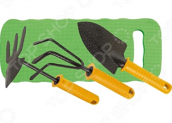 Набор садовый PALISAD 62905Наборы садовых инструментов<br>Набор садовый PALISAD 62905 предназначен для выполнения различных садовых работ, например, посадки или вкапывания растений, прополки небольших грядок и кустарников, аэрации почвы, пересадки рассады, растений и цветов. Набор включает в себя 3 профессиональных инструмента, которые сочетают в себе уникальное сочетание высокого качества, эргономичного современного дизайна и долговечности. Так, в комплекте вы найдете рыхлитель, мотыжку, широкий совок и мягкий коврик из вспененного полиуретана. Рабочая часть инструментов выполнена из углеродистой стали и имеет защитное покрытие, предохраняющее её от воздействия коррозии и ржавчины. Мягкий коврик может использоваться как подколенник или сидение, которое защитит ваши суставы от холода и сырости.<br>