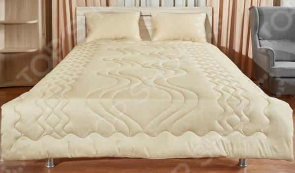Одеяло Primavelle LambОдеяла<br>Одеяло Primavelle Lamb легкое и комфортное одеяло с наполнителем из натуральной виргинской шерсти, которое не оставит равнодушным тех, кто ценит здоровье и красоту. Натуральный наполнитель не только обеспечит вам теплый и комфортный сон в холодное время года, но и снимет напряжение и мышечные боли. Другими преимуществами данного наполнителя можно назвать:  легкость, мягкость;  содержит ланолин, который является природным антисептиком;  не подвержена возникновению микроорганизмов;  благотворно воздействует на дыхательную системы, стимулирует кровообращение, смягчает боли вызванные ревматизом и артрозом. Одеяло формирует оптимальный микроклимат в постели, поэтому под ним вы не будете потеть или замерзать. Чехол одеяла выполнен сатина, который отличается нежной шелковистой фактурой, высокой прочностью и устойчивостью к бытовому истиранию. Оригинальная художественная стежка выполняет не только декоративную функцию, но и надежно удерживает наполнитель внутри чехла.<br>