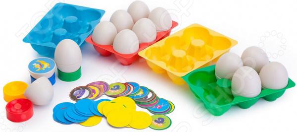 Игра настольная развивающая Bradex «Кто в яйце»Другие обучающие и развивающие игры<br>Динамичная игра настольная развивающая Bradex Кто в яйце представляет собой великолепное решение для развития памяти и внимательности ребенка. Это захватывающий процесс с четкими правилами, благодаря которым игра будет еще увлекательнее. Изначально набор был предназначен для детей, но позже многие взрослые с удовольствием оценили пользу и практичность игры. Вне зависимости от возраста, развивающие игры всегда положительно влияют на ум человека. В игру может играть компания до четырех человек. Цель проста: максимально быстро найти две половинки одного яйца и собрать комплект фишек выбранного цвета. Каждому игроку выдается лукошко его цвета. По окончанию первого раунда игроки выбирают из набора фишки своего цвета с изображением птиц на собранных половинках. После этого яйца снова переворачиваются, и начинается следующий раунд. Игра окончена, когда кто-то из участников перевернул весь комплект фишек своего цвета. Для самых маленьких игроков возможно упростить правила игры оставив только часть с собиранием одинаковых половинок яиц. Еще одной отличительной чертой комплекта является тот факт, что вы сами подготовите его к полноценной игре. В набор входят специальные наклейки с изображение птиц, которые надо наклеить на картонные фишки. В итоге у вас должны получится две половинки пластикового яйца с одинаковыми рисунками. Приобретите игру Bradex Кто в яйце и весело проводите время всей семьей!<br>