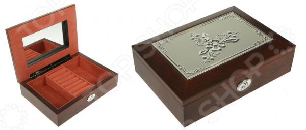 Шкатулка ювелирная Moretto C-139517Шкатулки<br>Шкатулка ювелирная Moretto C-139517 просто создана для хранения ювелирных изделий, бижутерии и прочих небольших аксессуаров. Ведь очень удобно, когда все ценные украшения лежат в одной красивой шкатулке. На внутренней стороне крышки предусмотрено компактное зеркальце, которое может пригодиться в процессе примерки и надевания украшений. Благодаря утонченному дизайну такая шкатулка станет ярким акцентом любого интерьера и отлично подойдет в качестве сувенирного подарка дорогому человеку. Шкатулка выполнена из качественных материалов и не требует особого ухода, достаточно регулярно удалять пыль сухой мягкой тканью.<br>