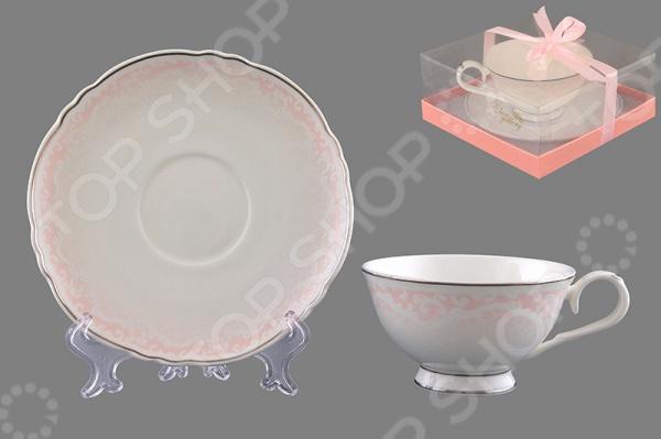 Чайная пара Elan Gallery «Розовый шик»Чайные и кофейные пары<br>Каждая хозяйка знает насколько важна в кулинарии сервировка и правильная подача блюд. От того как блюдо оформлено, в какой посуде подано и как смотрится на тарелке, зависит едва ли не половина вашего успеха. Чайная пара Elan Gallery Розовый шик станет отличным дополнением к набору посуды и прекрасно подойдет для сервировки стола. Посуда выполнена из высококачественной керамики и украшена оригинальным рисунком. В набор входит чашка и блюдце.<br>