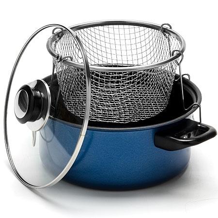 Фритюрница Mayer Boch MB-7642 посуда, используемая для обжаривания продуктов путем погружения их в разогретое растительное масло. Она выполнена в виде жарочной кастрюли и снабжена съемной чашей-решеткой. Фритюрница станет прекрасным дополнением к набору кухонной утвари. С ее приобретением приготовление ваших любимых блюд перейдет на качественно новый уровень. Кастрюля выполнена из металла и снабжена высококачественным антипригарным покрытием. Крышка фритюрницы изготовлена из стекла и снабжена паровыпуском и металлическим ободком для защиты от сколов и трещин.