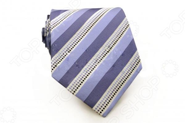 Галстук Mondigo 44458Галстуки. Бабочки. Воротнички<br>Галстук - важный элемент гардероба в жизни каждого мужчины. Сегодня сложно себе представить современного делового мужчину без галстука и это не удивительно, ведь именно галстук является главным атрибутом делового стиля. Не редко, для делового мужчины галстук - одна из немногих деталей, которая позволяет выразить свою индивидуальность, особенно в случаях, когда необходимо соблюдать строгий дресс-код. Однако, галстук уже давно вышел за пределы деловой сферы. Сегодня многие мужчины предпочитающие стиль кэжуал, так же активно прибегают к помощи различных галстуков для создания своего уникального образа. Галстуки стали очень разнообразными как по виду и цвету, так и по форме и материалу изготовления, благодаря этому их можно активно носить не только в офис и на деловых встречах, но даже на отдыхе и в повседневной жизни. Галстук Mondigo 44458 - оригинальная модель, которая станет завершающим штрихом в образе солидного мужчины. Правильно подобранный галстук позволяет эффектно выделить выбранный вами стиль, подчеркнуть изысканность и уникальность его владельца. Мужской галстук из шелка светло-сиреневого цвета, украшен диагональными полосами и линией из мелких геометрических узоров, края обработаны лазерным методом. С обратной стороны галстук прострочен шелковой ниткой, что позволяет регулировать длину изделия. Ширина у основания 8,5 см.<br>