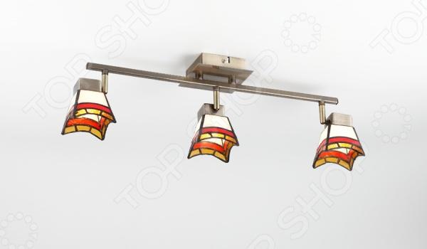 Светильник настенно-потолочный Rivoli Ruggles-W C-3 это светильник, способный служить как дополнительным, так и основным источником света в небольшой комнате . Потолочный светильник подходит для комнаты с низким потолком, поскольку занимает совсем немного места. Дизайн светильника это важный акцент интерьера. Вместе с бра или подсветкой он создает интересный световой ансамбль, преображающий комнату. Два варианта установки: настенное или потолочное.